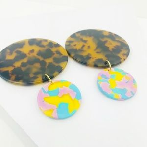CLOSET REHAB Jewelry - Circle Drop Earrings in Tortoise with Pink & Blue